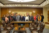 KALENDER - Ödüllü Genç İletişimcilerden, Rektör Şahin'e Ziyaret