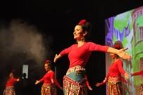 ANADOLU ATEŞİ DANS TOPLULUĞU - Anadolu Ateşi'yle Birlikte Dans Eden Romanlar İzleyiciyi Mest Etti