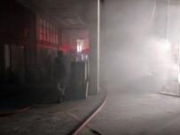 İKITELLI - Kağıt Deposunda Çıkan Yangına Çok Sayıda İtfaiye Ekibi Müdahale Etti