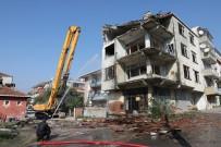 17 AĞUSTOS 1999 - Körfez'de Orta Hasarlı Binalar Tek Tek Yıkılıyor