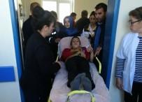 Öğrenci Servisi İle Otomobil Çarpıştı Açıklaması 12 Yaralı