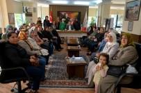 KALDIRIMLAR - Kaldırım İşgalini Bitiren Özkan'a Kadınlardan Teşekkür