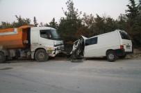 HAFRİYAT KAMYONU - Kamyon İle Minibüs Kafa Kafaya Çarpıştı Açıklaması 1 Ölü