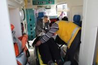 SIVAS CUMHURIYET ÜNIVERSITESI - Sivas'ta Trafik Kazası 1'İ Ağır 4 Yaralı.