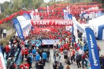 CUMHURİYET KOŞUSU - Cumhuriyet Koşusu'na 5 Bin Kişi Katıldı