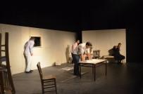 REHİN - Kuşadası Belediye Tiyatrosu Sezonun İlk Oyununu Sahneye Koydu