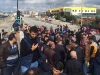 ÜST GEÇİT - Üst Geçit İçin Yolu Kapatan Mahalleliye Polis Müdahalesi