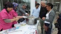 Burhaniye'de Belediye Aşure Dağıttı