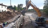 HÜSEYIN YıLDıZ - Çavdarhisar'da Dere Islahı Çalışması