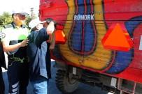 PANCAR EKİCİLERİ KOOPERATİFİ - Elazığ'da Kazalara Karşı Römorklara Reflektör Takıldı