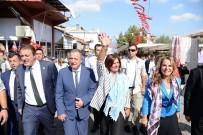 MUSTAFA BÜYÜKYAPICI - Karacasu Kültür Merkezi Coşkuyla Açıldı
