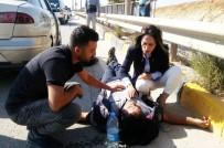 SAĞLIKÇI - Kazada Yaralanan Motosiklet Sürücüsüne Olay Yerinden Geçen İlk Yardım Uzmanı Müdahale Etti