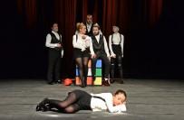 GENEL SANAT YÖNETMENİ - Bergama Şehir Tiyatrosu Perdeyi Açtı