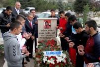 SINAN ŞAMIL SAM - Dünya Şampiyonu Mezarı Başında Anıldı