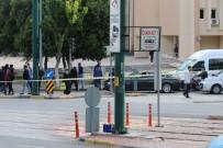 BOMBA İMHA UZMANLARI - Gaziantep Valiliği önünde bomba paniği