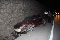 KURUÇEŞME - Önce Bariyerlere Ardından Duvara Çarptı Açıklaması 3 Yaralı