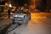 UĞUR MUMCU - Otomobil İle Minibüs Çarpıştı Açıklaması 1 Yaralı