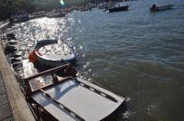 DEMIRLI - (ÖZEL) Tekneleri Alabora Olan Kayıkçılar Sabah Şok Manzarayla Karşılaştı