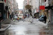 ŞEBEKE SUYU - Patlayan Su Borusu Caddeleri Su Altında Bıraktı