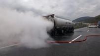 TEM Otoyolu'nda Bitkisel Yağ Yüklü Tanker Alev Alev Yandı