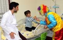 POZITIF DÜŞÜNCE - Üniversite Öğrencileri Tedavi Gören Çocukları Eğlendirdi