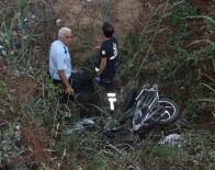 KORKULUK - Uyarı Levhası Ve Korkuluk Olmayan Dere Yatağına Uçan Adam Öldü