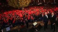 FERHAT GÖÇER - Vatandaşlar Cumhuriyet Bayramında Ferhat Göçer'le Eğlendi