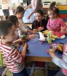 KARDEŞ OKUL - Cep Harçlıklarıyla Köy Okulu Ana Sınıf Öğrencilerini Sevindirdiler