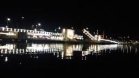 GALATA KÖPRÜSÜ - Galata Köprüsü Gemi Geçişi İçin Kapatıldı