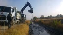 KARAALI - Karaali Mahallesinde Sulama Kanalları Temizleniyor