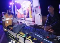 YARALI ÇOCUK - Manavgat'ta Asker Konvoyunda Kaza Açıklaması 1 Yaralı