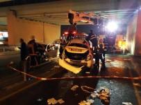ZİNCİRLEME KAZA - Metrobüs Yoluna Araç Daldı Açıklaması 2 Yaralı