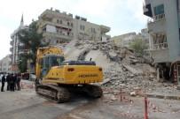 VEYSEL KARANI - Şanlıurfa'da Yıkımı Gerçekleştirilen Bina Çöktü