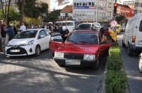 GAZI BULVARı - Sıkışan Trafikte Direksiyon Başında Uyuyakaldı