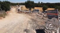UĞUR POLAT - Yeşilyurt'ta Doğalgaz Çalışmalarına Engel Olan Evler Yıkıldı