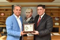 ALİ ALKAN - Başkan Uysal'a Dere'den Teşekkür Plaketi