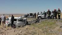 BAHATTİN ÇELİK - 2 Otomobil Kafa Kafaya Çarpıştı Açıklaması 2 Ölü