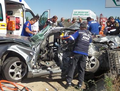 Afyon'da tır aracı biçti: 4 ölü