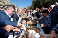 CEM VAKFI - Amasya'da Yöneticiler Aşure Dağıttı