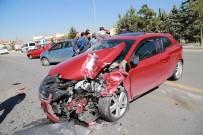 YAŞLI ADAM - Başkent'te Aynı Noktada İki Ayrı Kaza Açıklaması 2 Yaralı