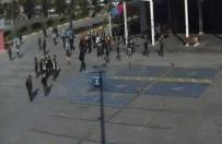 ADNAN KAHVECI - Liseli Öğrencilerinin Bıçaklı Kavgası Kamerada