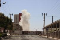 DİNAMİT - Mardin'de Kayaları Parçalamak İçin Patlatılan Dinamit Korkuttu