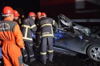 Otomobil Işıkta Duran Kamyona Çarptı Açıklaması 2 Ölü