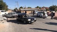 ŞÜPHELİ ARAÇ - Polisten 30 Kilometre Kaçan Ehliyetsiz Sürücü Kaza Yapınca Yakalandı