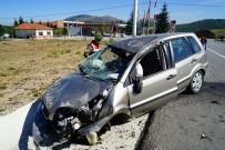Refüjdeki Levhaya Çarpan Polis Memuru Yaralandı