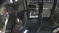 BELEDIYE OTOBÜSÜ - Şehir Eşkiyaları Belediye Otobüsüne  Böyle Saldırdı