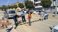 Şırnak Belediyesi, Ana Caddelere Kasis Ve Işıklı Uyarı Levhaları Taktı