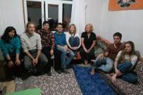 EVLİYA ÇELEBİ - Turistler, Nişan Töreninde Yöresel Oyun Oynadı