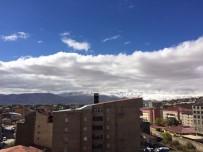 Yüksekova'nın Yüksek Kesimlerine Kar Yağdı