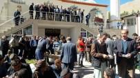 CUMA NAMAZI - Bahçesaray'da Vatandaşlara Aşure Dağıtıldı